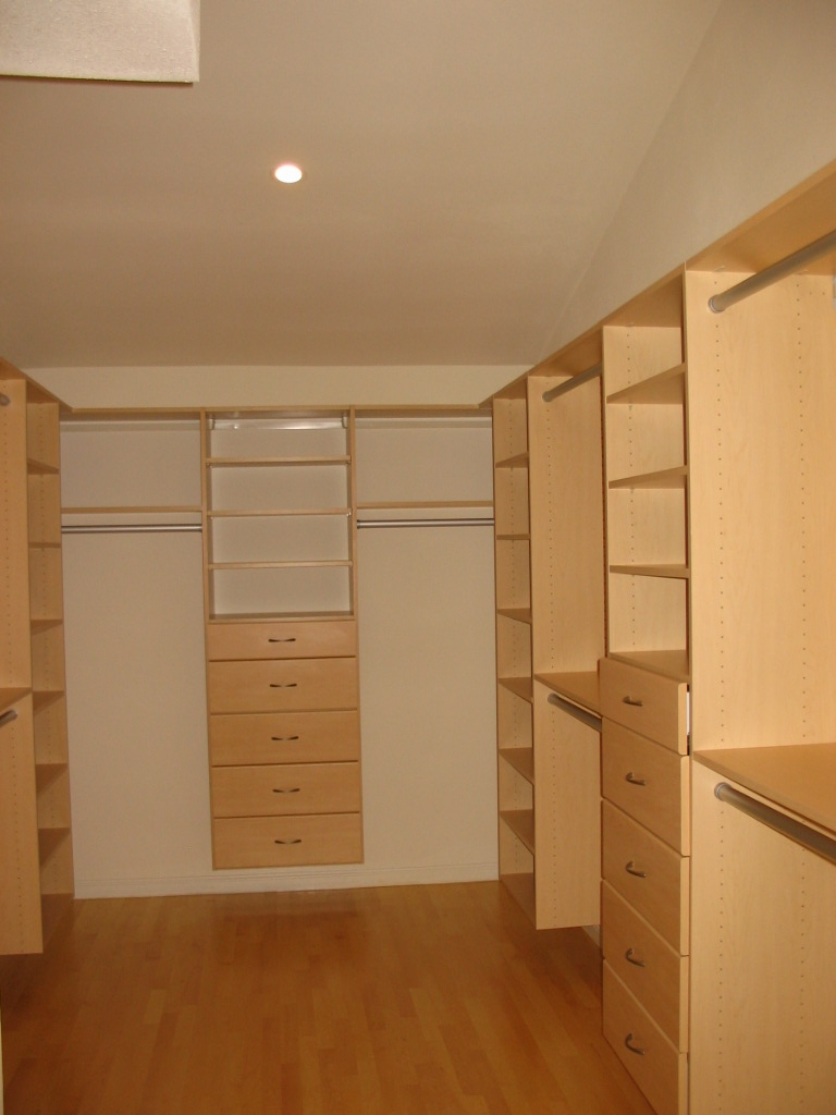 EL-SERENO-AVE-RESIDENCE-CLOSET-LOS-ALTOS-CALIFORNIA-e1437159667834.jpg
